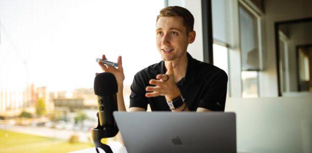 O que é podcast? O Guia Completo para profissionais de marketing