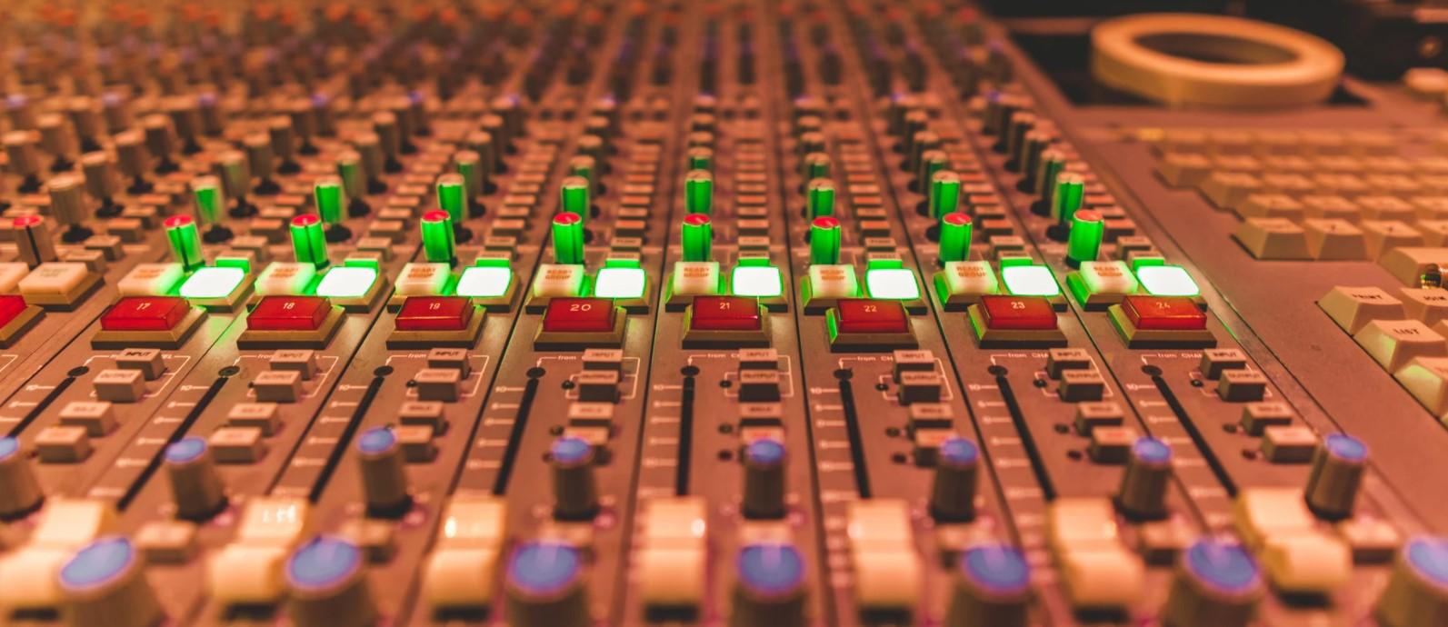 Como escolher a trilha sonora para podcast