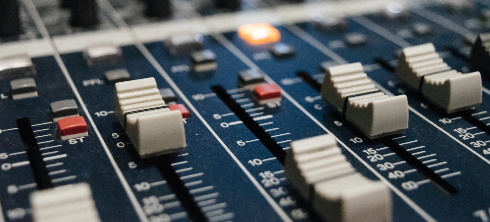 Efeitos sonoros para podcast: como encontrar ou criar o seu